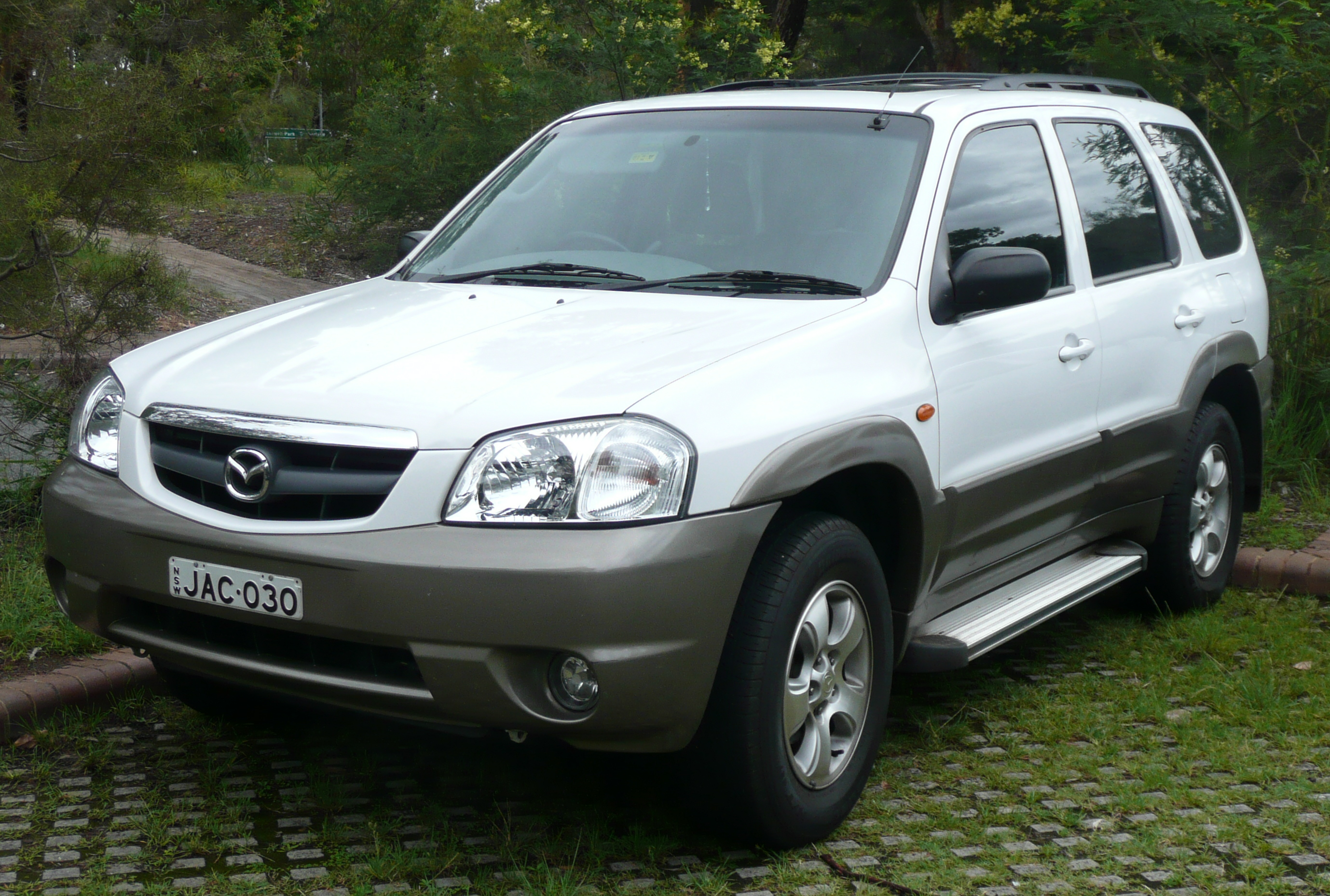 White Mazda Tribute 2004