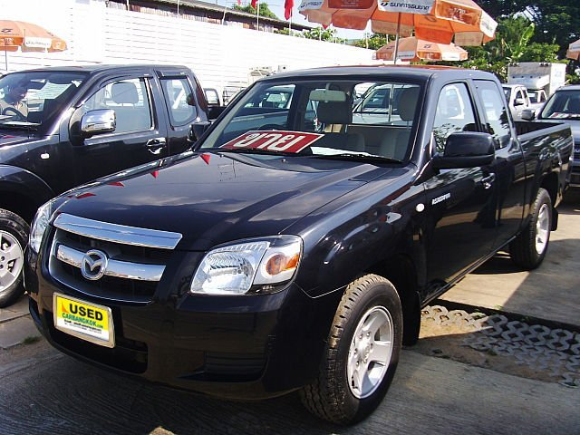 Yellow Mazda Bt-50 2007