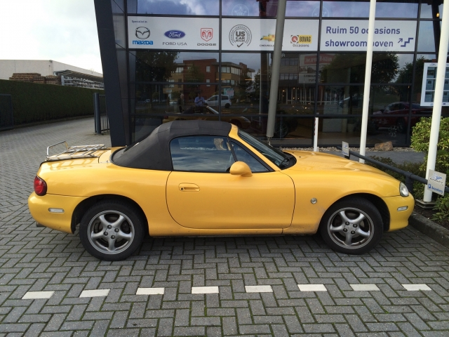 Yellow Mazda Roadster 2015