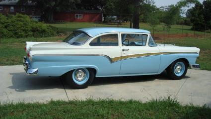Ford Custom 1957 Photo - 1