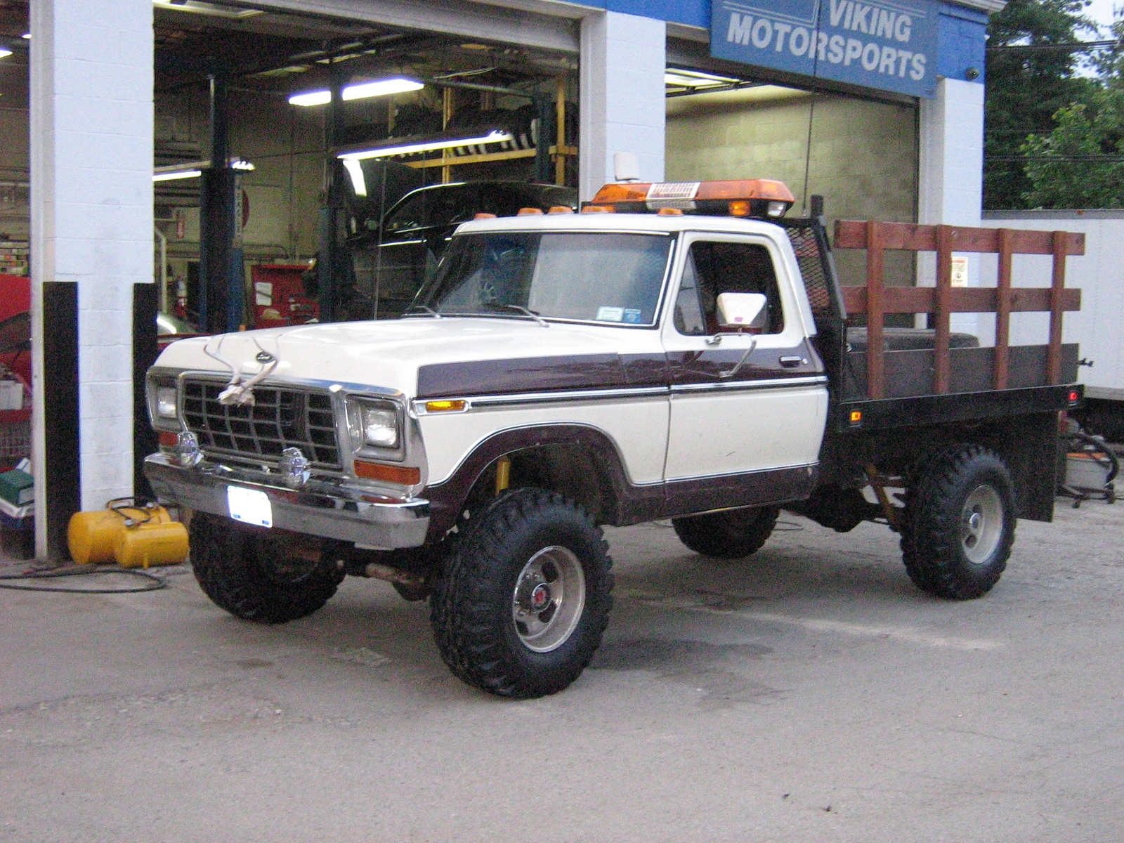 Ford F-250 1979 Photo - 1