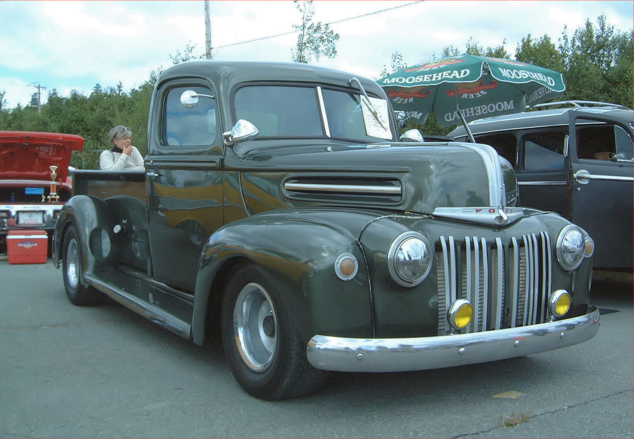 Ford Pickup 1945 Photo - 1