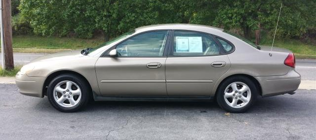 Ford Taurus 2002 Photo - 1
