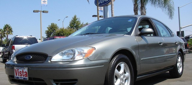 Ford Taurus 2004 Photo - 1