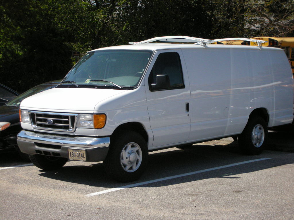 Ford Van 2007 Photo - 1