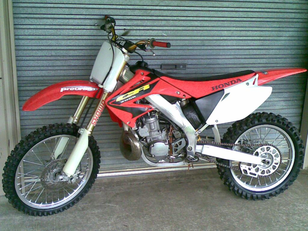 Honda CR 2005 Photo - 1