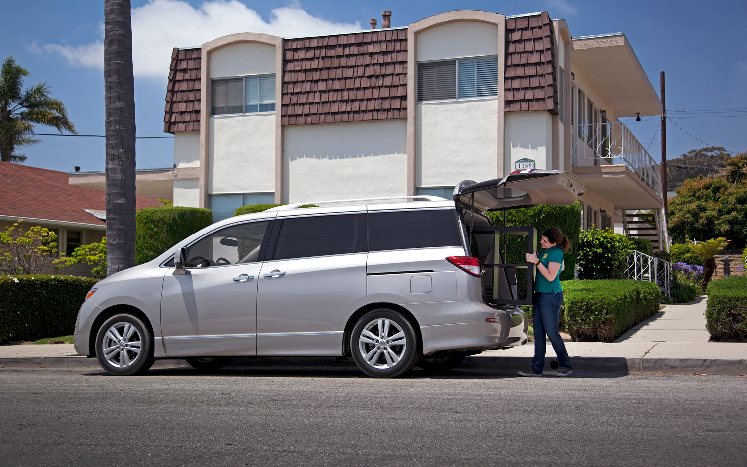 Nissan Quest 2011 Photo - 1