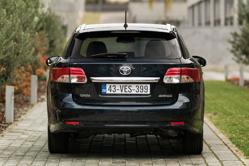Toyota Avensis Wagon 2015 Photo - 1