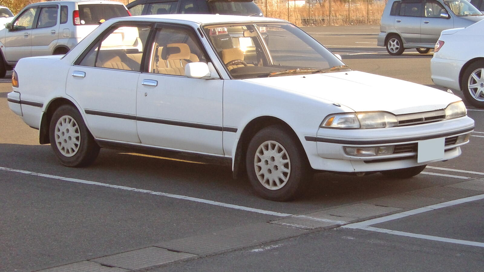 Toyota Carina 1990 Photo - 1