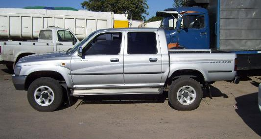 Toyota Hilux 2004 Photo - 1
