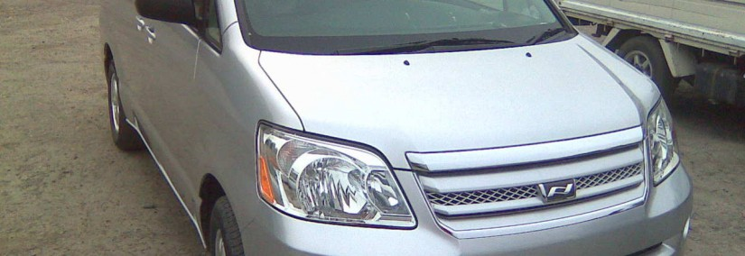 Toyota Noah 2004 Photo - 1
