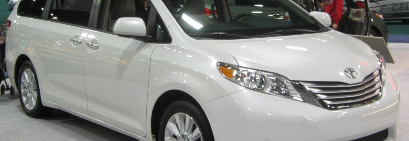 Toyota Sienna 2010 Photo - 1