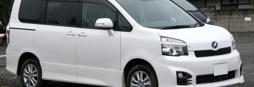 Toyota Voxy 2010 Photo - 1