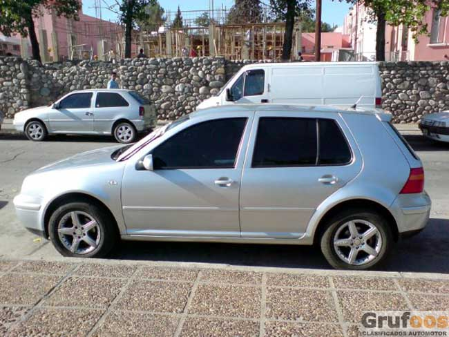 Volkswagen Golf 2004 Photo - 1