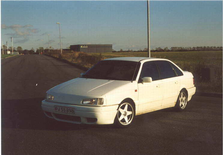 Volkswagen Passat 1990 Photo - 1