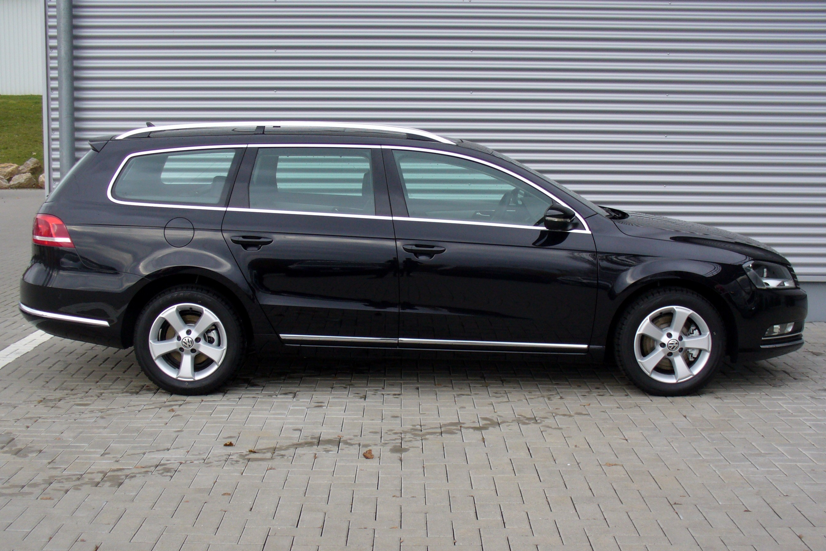 Volkswagen Passat Variant 2010 Photo - 1