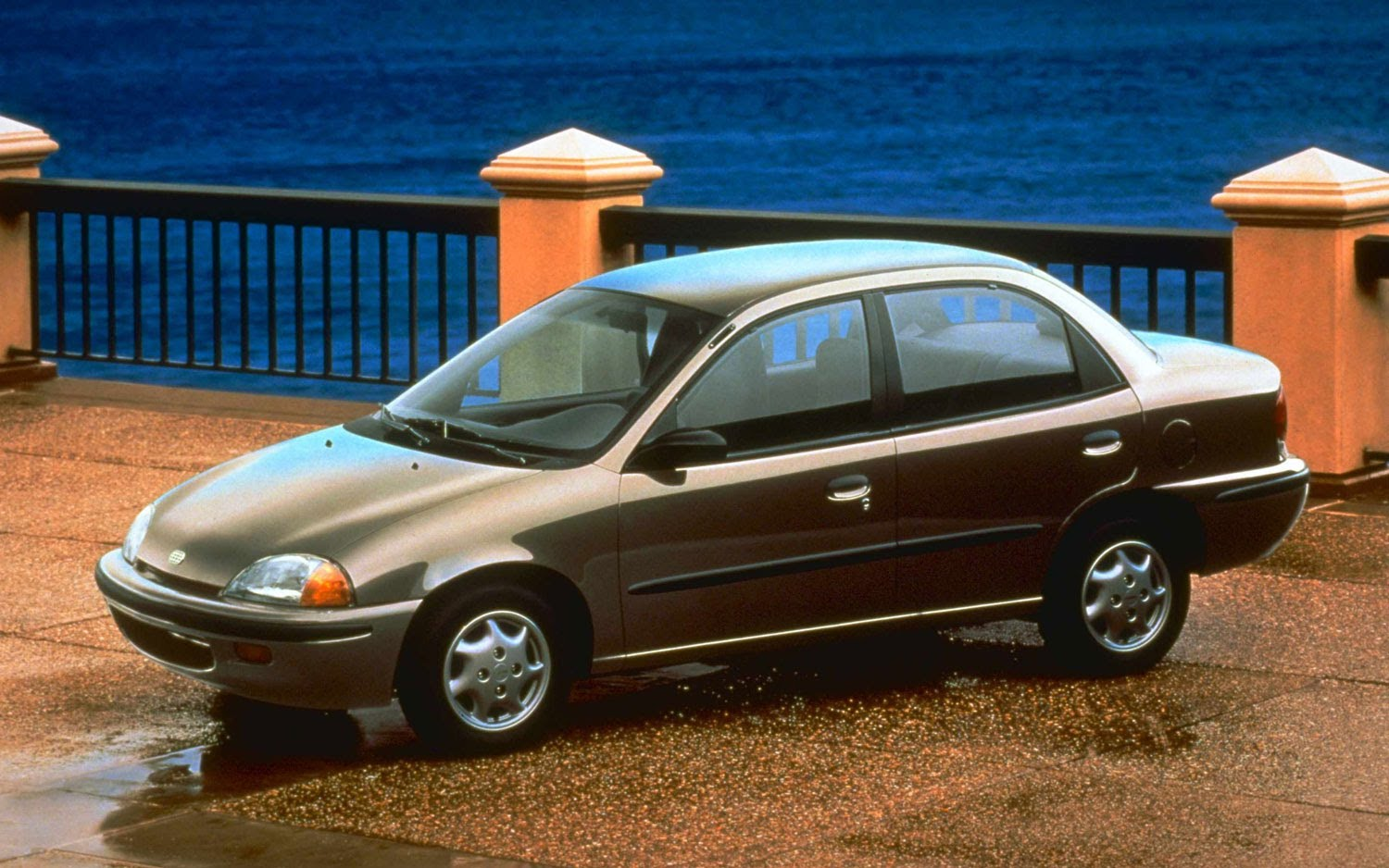 Geo Metro 1997: Photo and Video Review