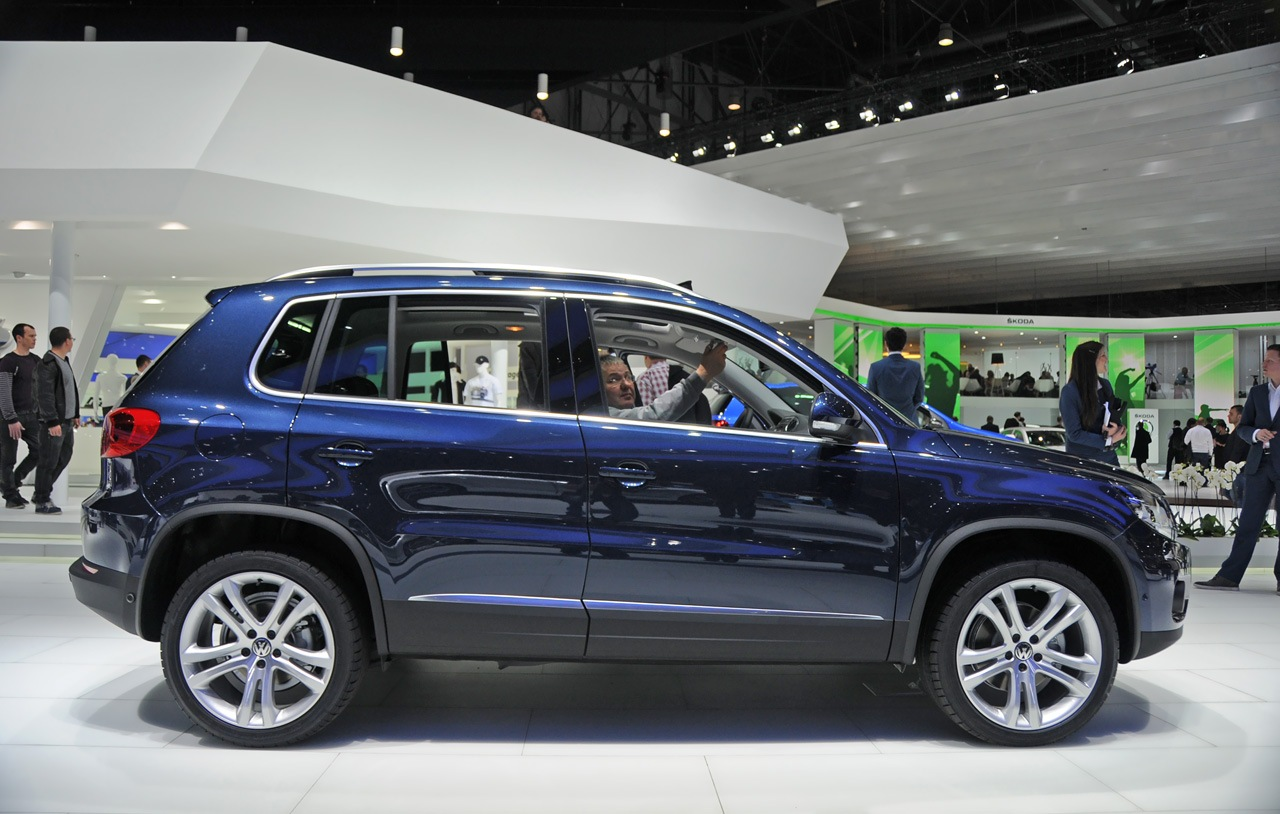 volkswagen tiguan 2011 review amazing pictures and images look at the car. Black Bedroom Furniture Sets. Home Design Ideas