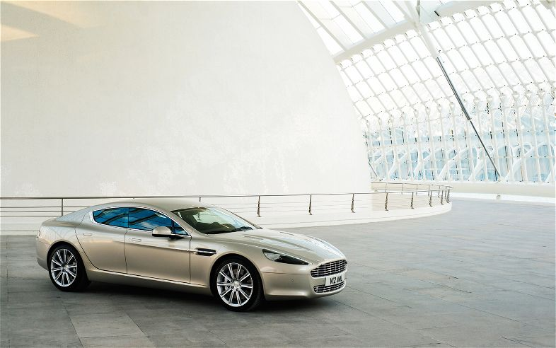 Aston Martin Rapide 2013 photo - 2
