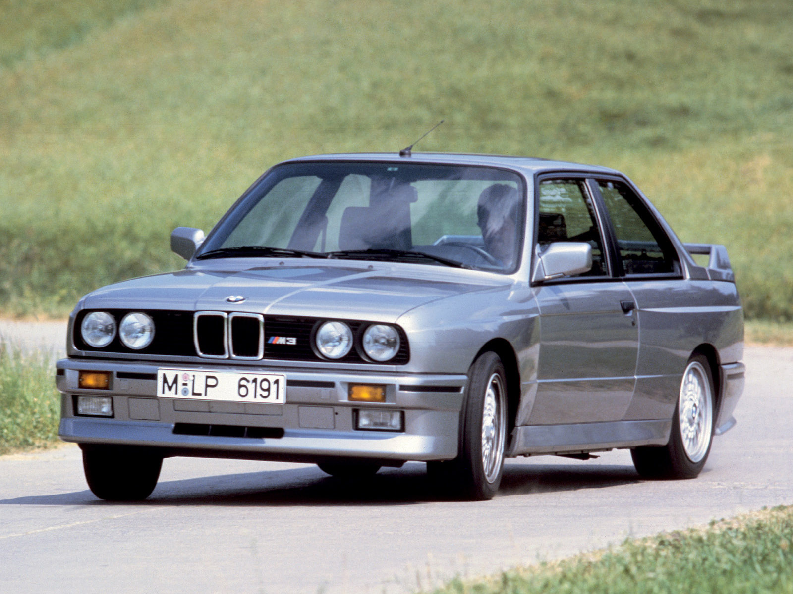 BMW 3-series 1987 photo - 3