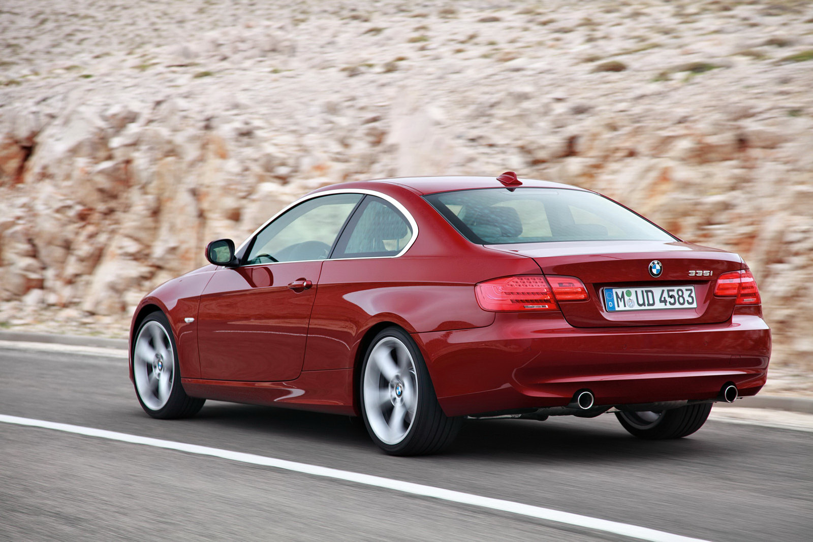 BMW 3-series 2011 photo - 1