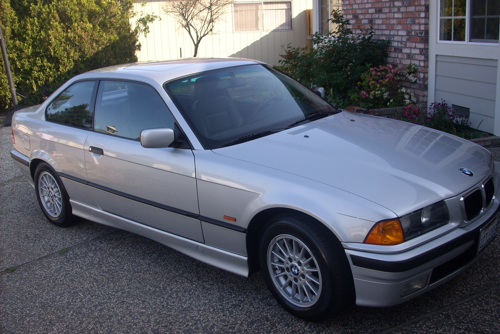 BMW 323iS 1998 photo - 3