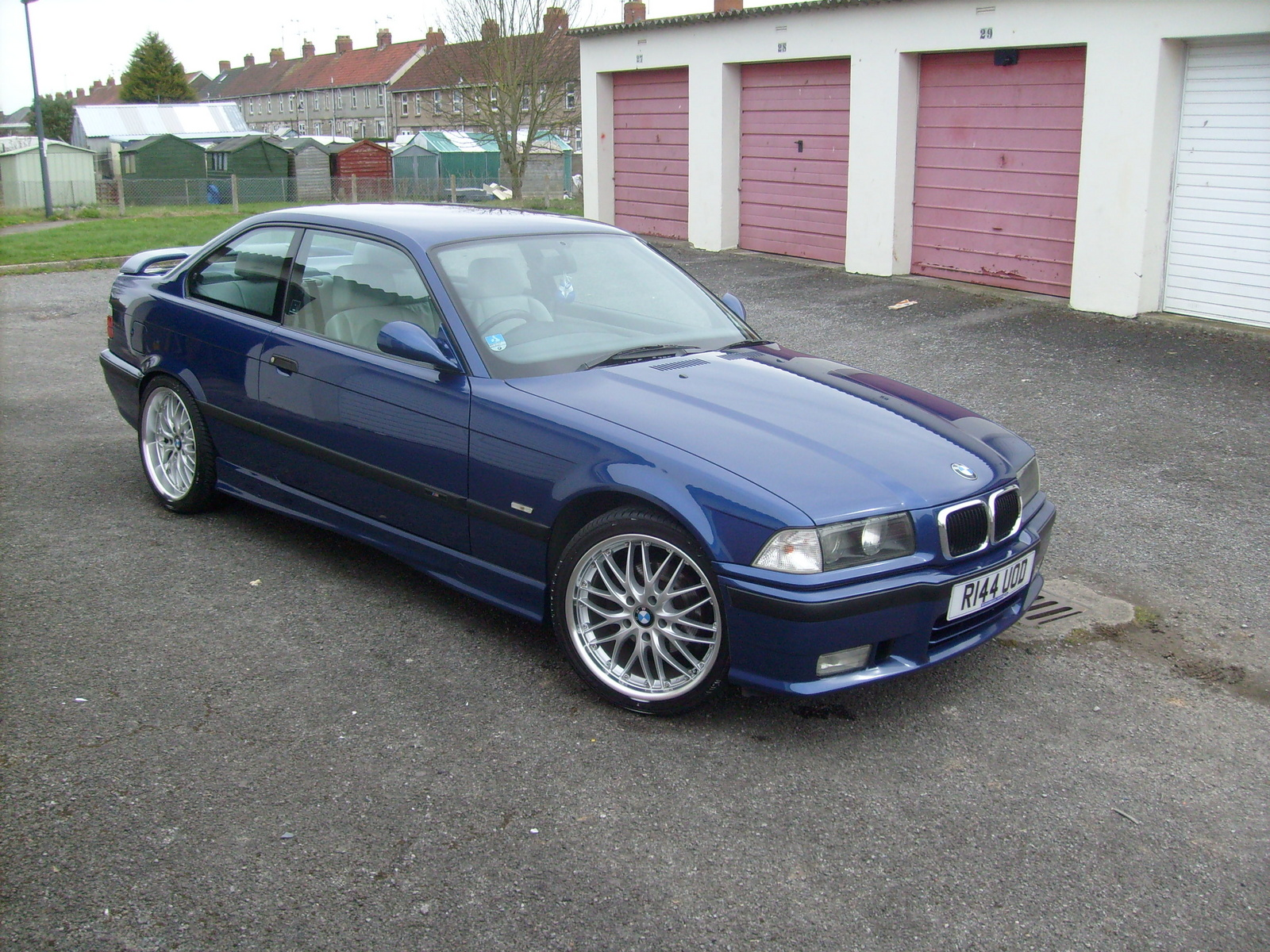 BMW 328iS 1998 photo - 3
