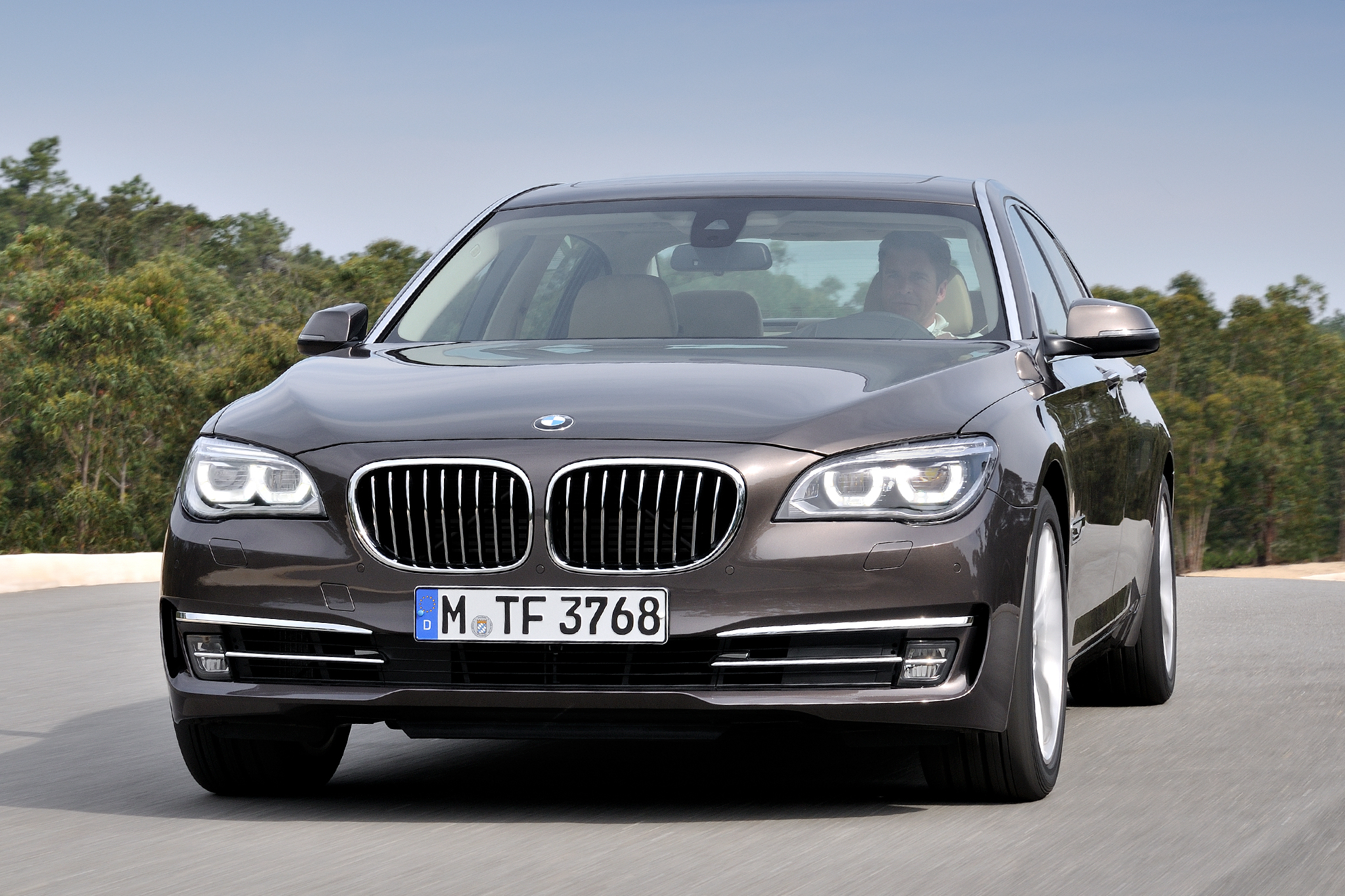 BMW 7-series 2014 photo - 2