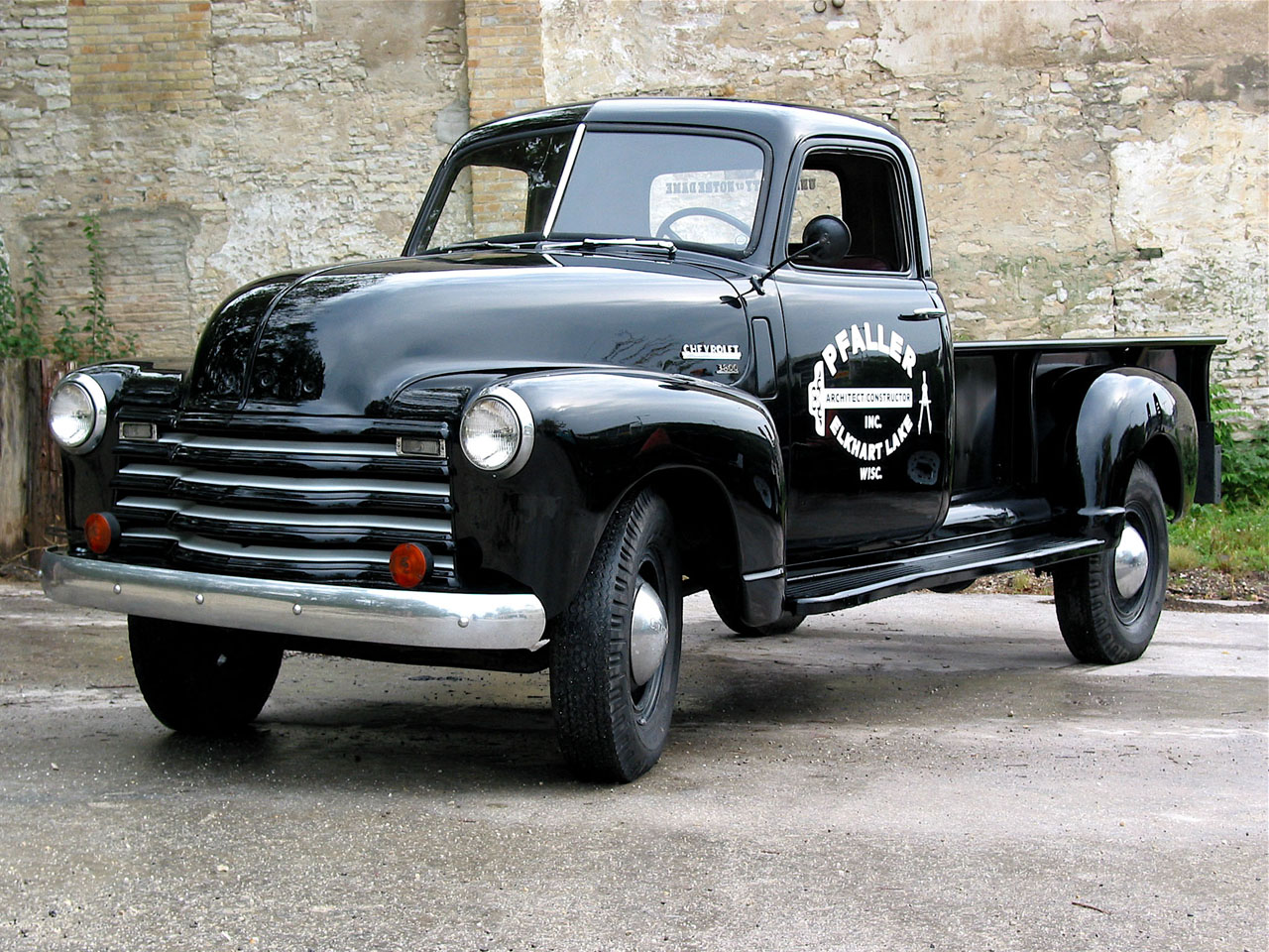 Chevrolet Apache 1950 photo - 3