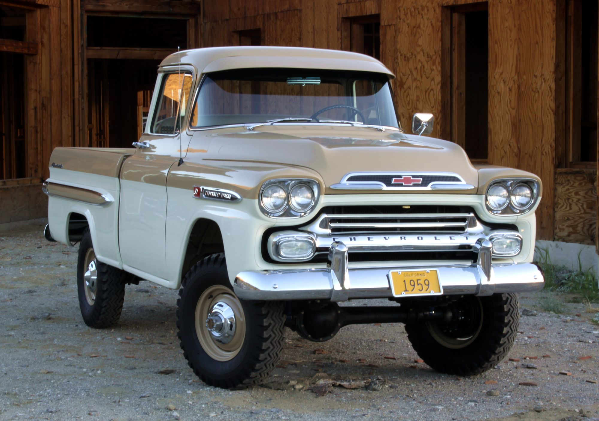 Chevrolet Apache 2000 photo - 2