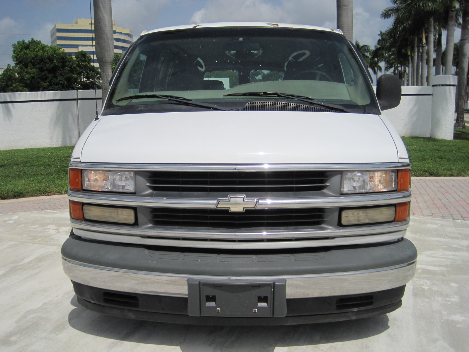 Chevrolet Express 2000 photo - 5