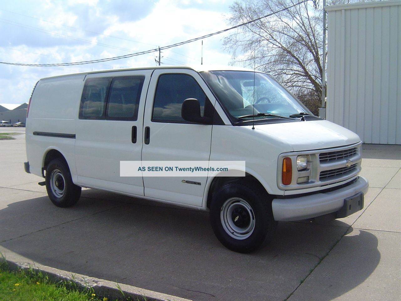 Chevrolet Express 2002 photo - 3