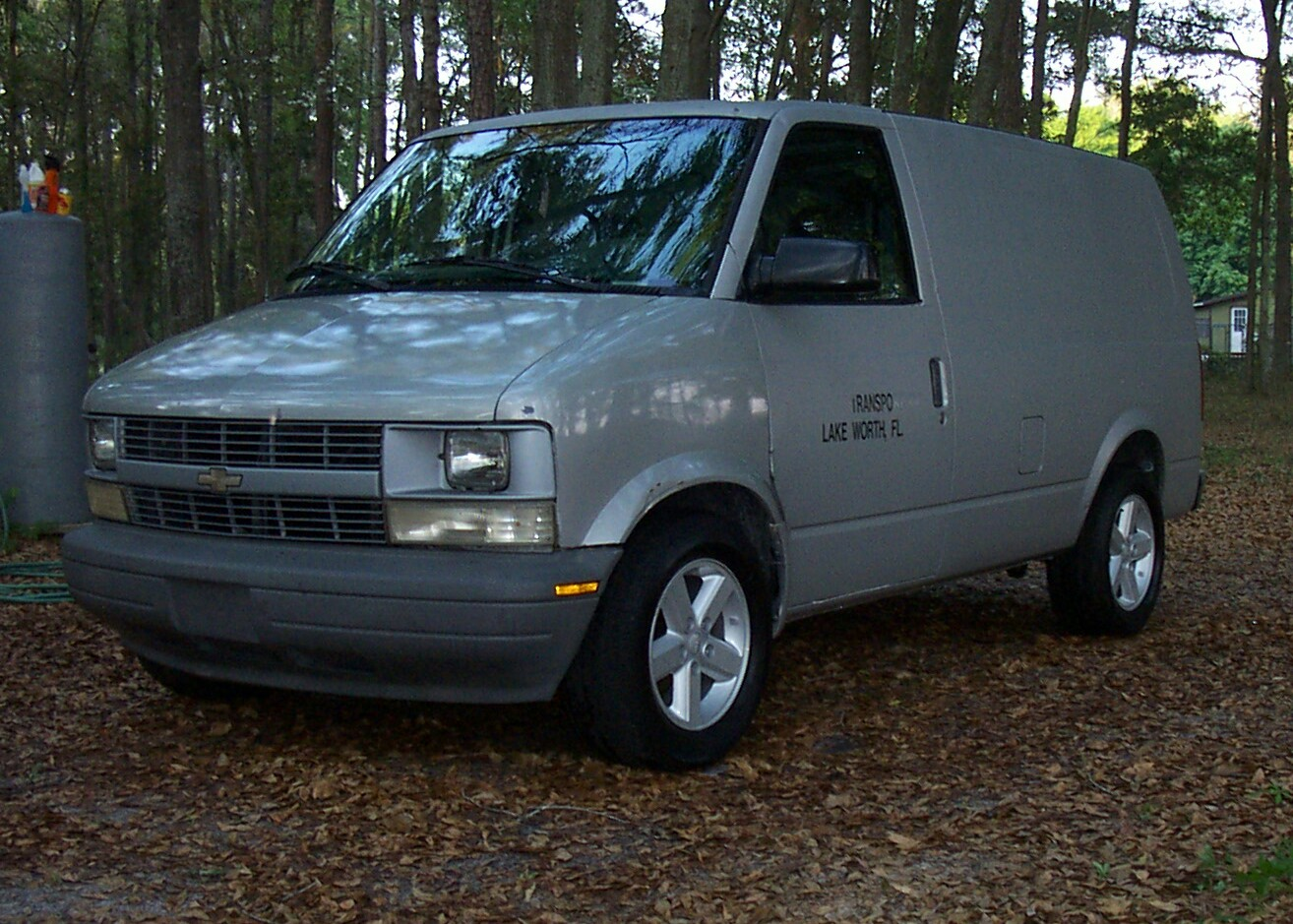 Chevrolet van 2005 photo - 2