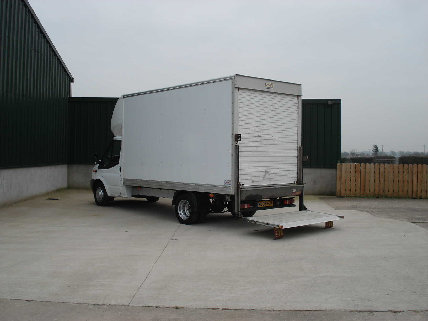 Ford 350 2005 photo - 4