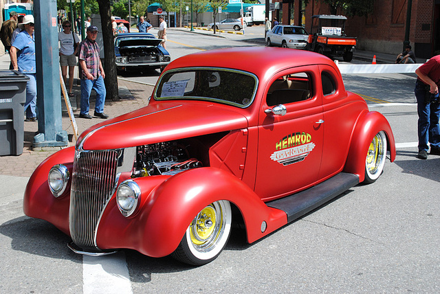 Ford Coupe 1936 photo - 9