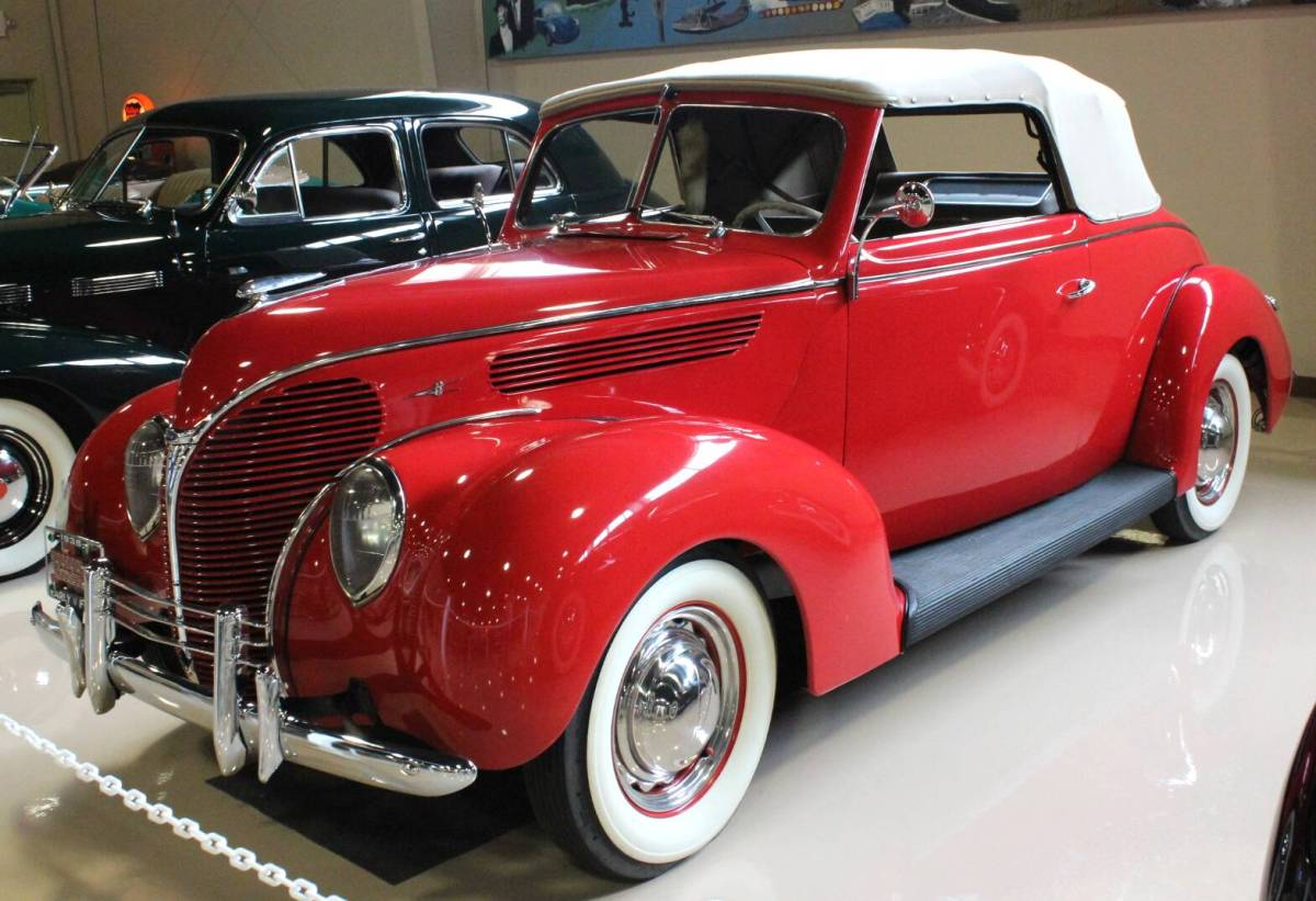 Ford Coupe 1938 photo - 4