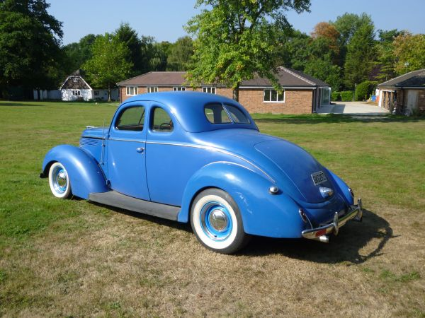 Ford Coupe 1938 photo - 9