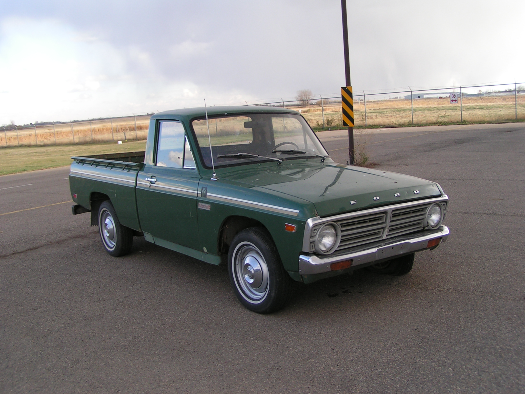 Ford courier 2011 photo - 3