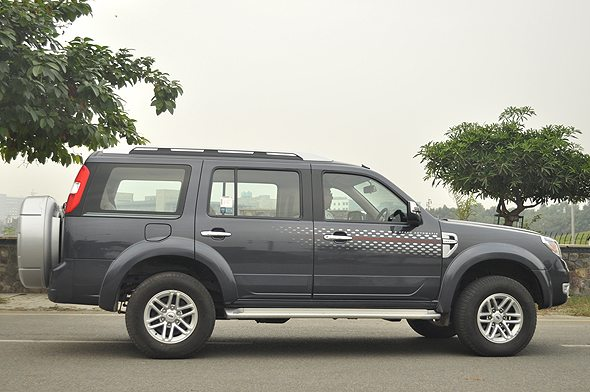 Ford endeavour 2011 photo - 3