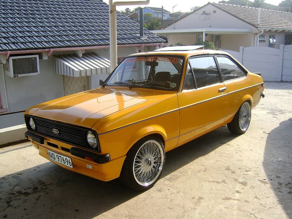 Ford Escort 1976 photo - 2