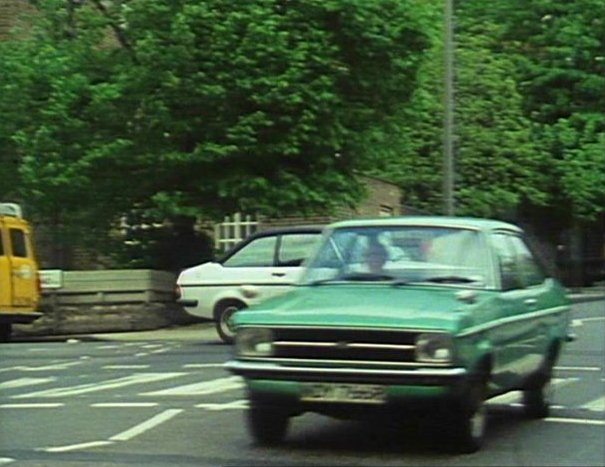 Ford Escort 1976 photo - 3