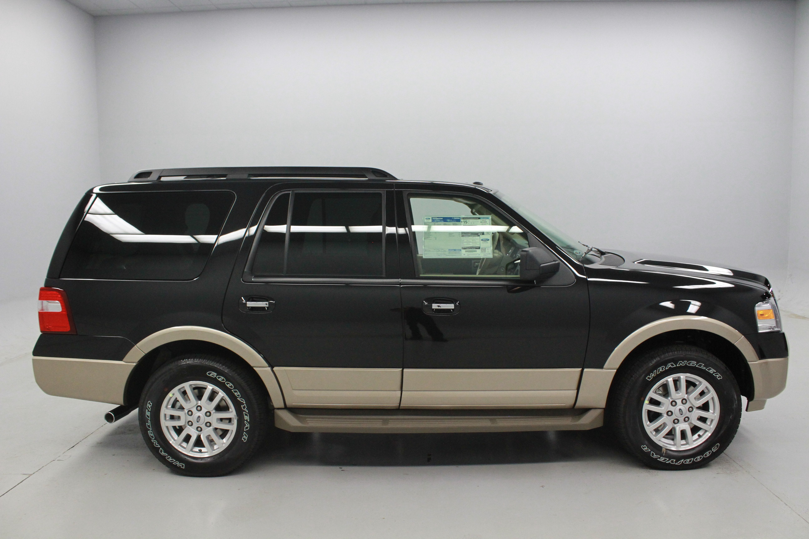 Ford Expedition 2014 photo - 1
