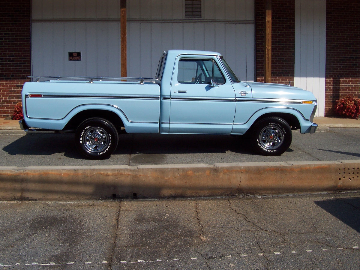 Ford F-100 1961 photo - 9