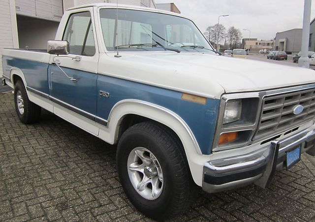 Ford f-150 1984 photo - 4