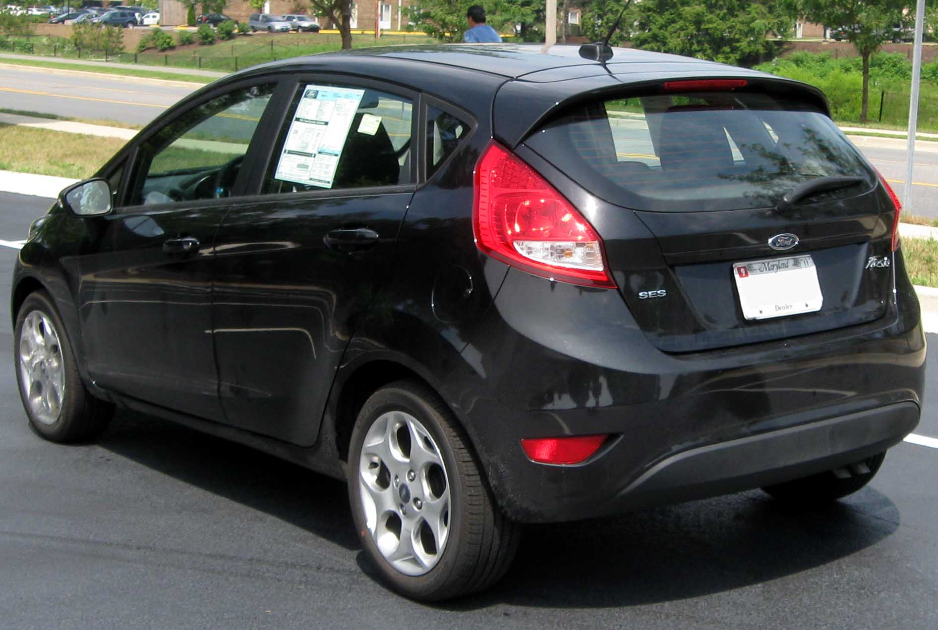 Ford Fiesta 2010 photo - 2