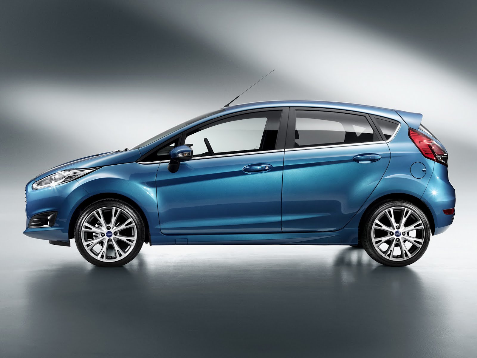 Ford Fiesta 2014 photo - 7