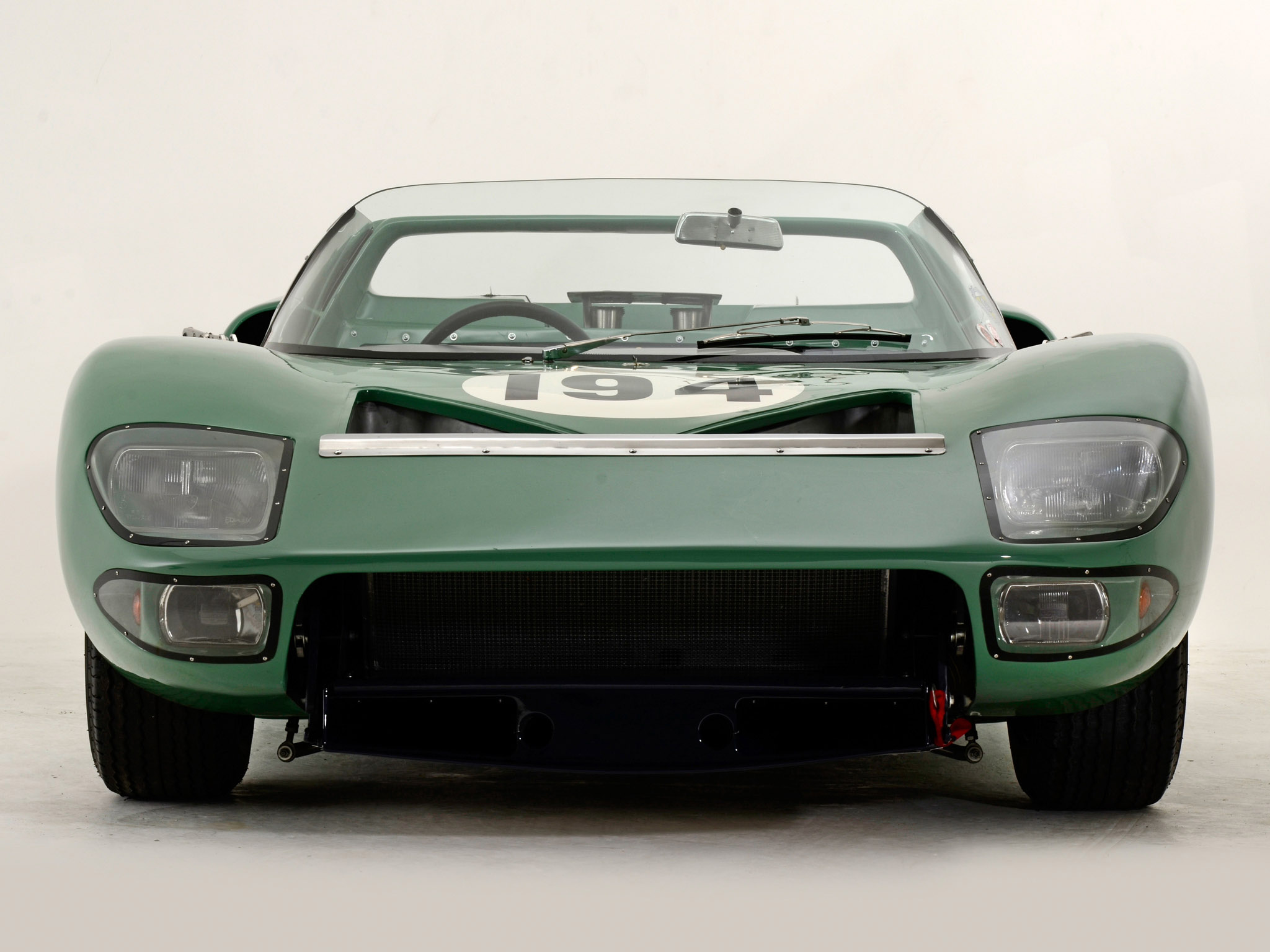 Ford GT40 1965 photo - 4