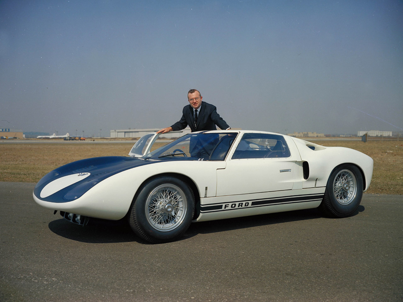 Ford GT40 1965 photo - 6
