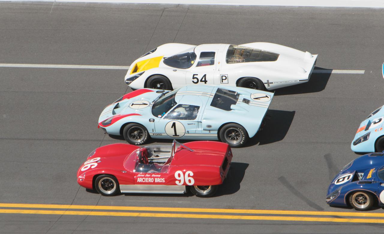 Ford GT40 1969 photo - 2