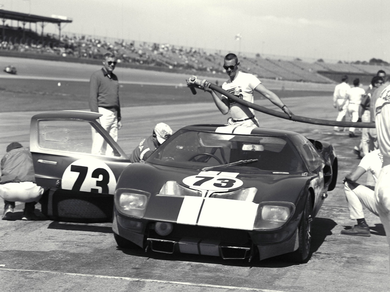 Ford GT40 1969 photo - 4